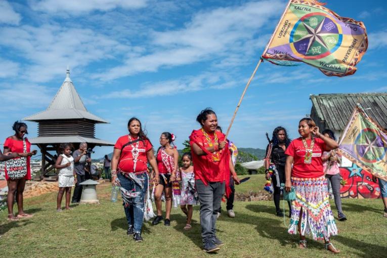 Guyane: la restitution des terres aux Amérindiens à la peine