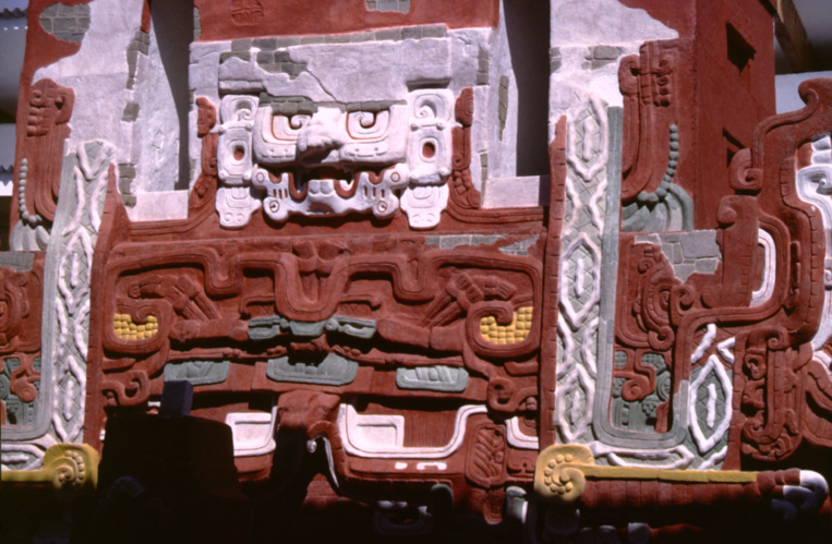 L'extraordinaire temple maya reconstitué, grandeur nature, dans le musée jouxtant les ruines de la ville. Un chef d'œuvre.