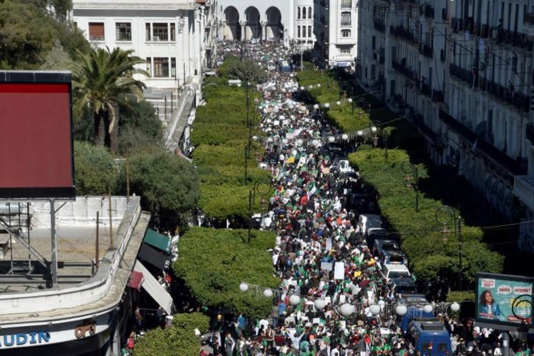 Gigantesque mobilisation en Algérie pour un vendredi test contre Bouteflika