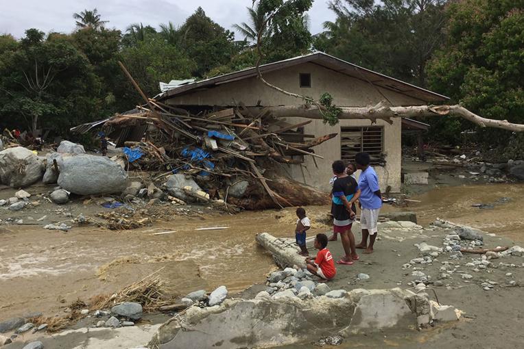 Inondations en Indonésie: 79 morts, un bébé sauvé