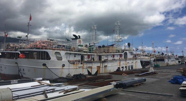 Depuis la semaine dernière, une vingtaine de thoniers chinois sont amarrés au quai de Papeete.