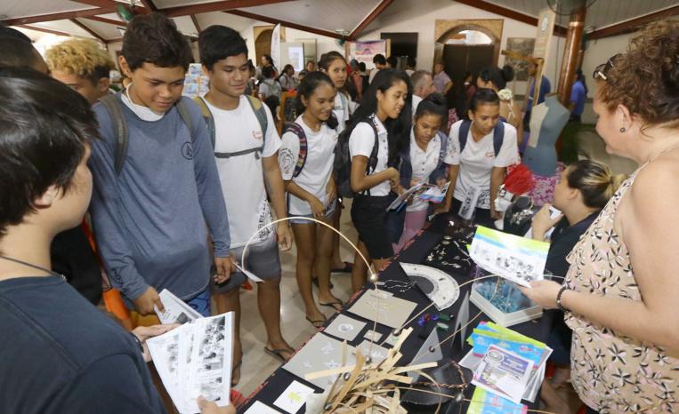 Environ 1100 jeunes sont venus au 1er Forum des formations du bassin Tahiti 1. Crédit : Présidence de la Polynésie française.