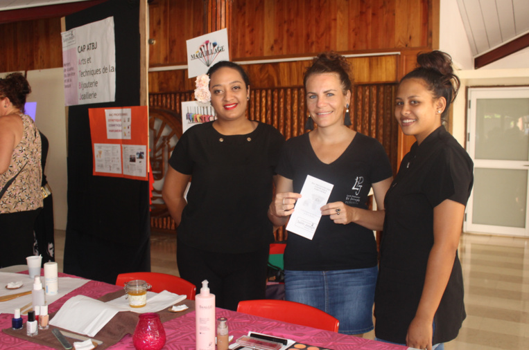 L'équipe du Bac pro Esthétique, cosmétique, parfumerie du lycée polyvalent de Saint-Joseph.
