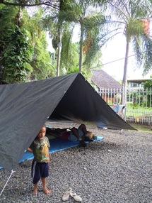 Les salariés de la SMPP campent avec leur famille devant la Présidence, place Tarahoi