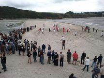 Algues vertes: des agriculteurs jouent au foot sur une plage fermée