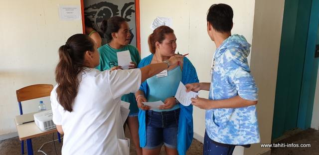 """Un atelier """"Escape Game"""" a été mis en place. Les élèves """"se transforment en étudiant en médecine, ils ont à charge une patiente qui se plaint d'une douleur quelque part et en rentrant dans la salle de cours qui est transformée en hôpital, ils doivent trouver, grâce à des énigmes qu'ils doivent résoudre, la maladie de la patiente et le moyen de prévention."""""""