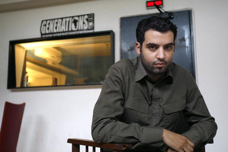 Garde à vue pour l'humoriste Yassine Belattar, accusé de menaces et harcèlement