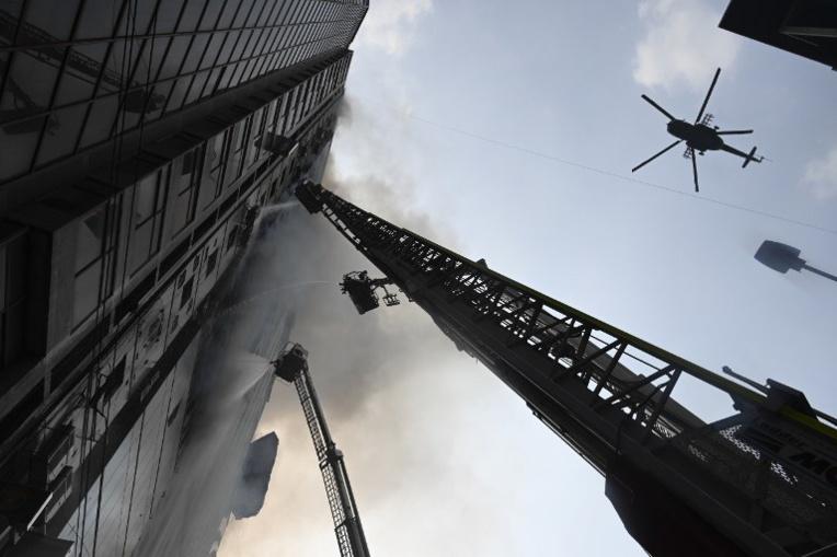 Bangladesh: au moins dix-neuf morts dans l'incendie d'un immeuble à Dacca
