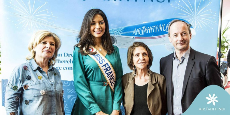 ATN: Premier vol Paris/ Papeete du Tahitian Dreamliner, les passagers accueillis pas Vaimalama Chaves