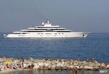 Le nouveau yacht du milliardaire russe Roman Abramovitch trop grand pour le port d'Antibes