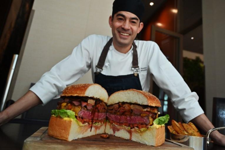 A Tokyo, un méga-burger à 800 euros pour célébrer le nouvel empereur
