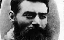 Australie: 130 ans après sa mort, le bandit Ned Kelly défraye la chronique