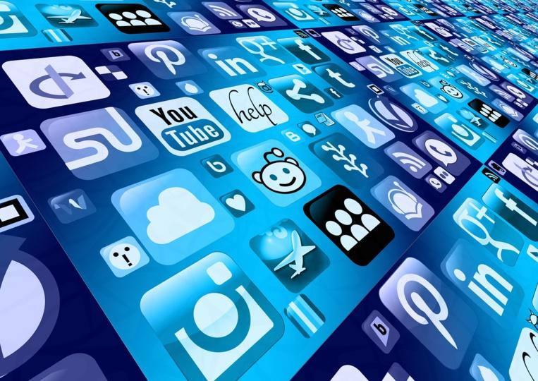 """Londres veut rendre les patrons de réseaux sociaux responsables des """"contenus dangereux"""""""