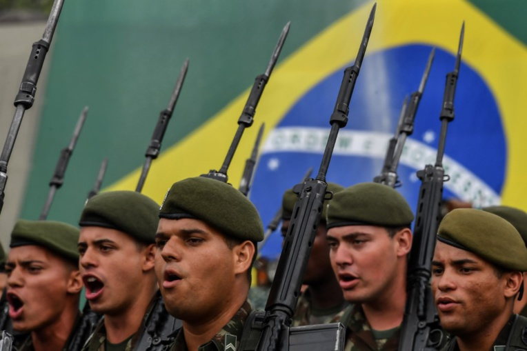Des soldats brésiliens tirent 80 balles sur la voiture d'une famille : un mort