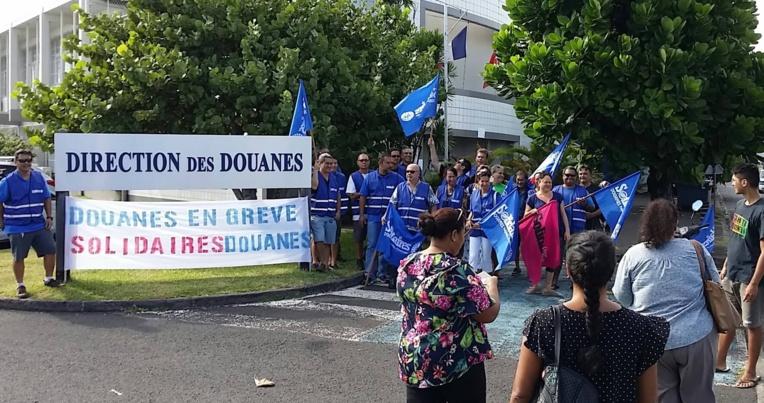 """L'un des principaux """"dysfonctionnements"""" pointé du doigt par les grévistes est l'ouverture du tableau annuel de mutation en catégorie B et C des agents nationaux vers la Polynésie. """"Nous n'en voulons pas"""", s'exclame Tiaitau Ropati, secrétaire du syndicat Solidaires douanes de Polynésie française."""