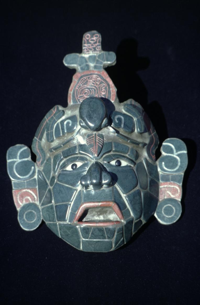 Cette réplique de masque mortuaire trouvé à Tikal est le plus célèbre des jades mayas.
