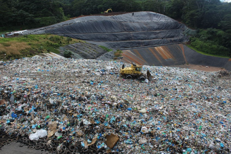 Le Centre d'enfouissement technique de Paihoro traite environ 50 000 à 60 000 tonnes de déchets chaque année.