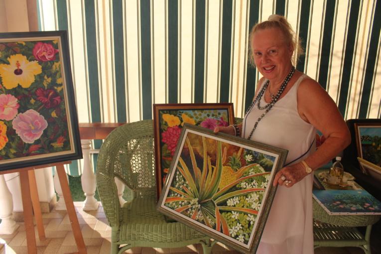 Christiane Loiseau expose ses toiles à la mairie de Punaauia