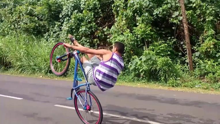"""La pratique du """"Wheeling"""" est totalement interdite sur la chaussée et les voies publiques"""