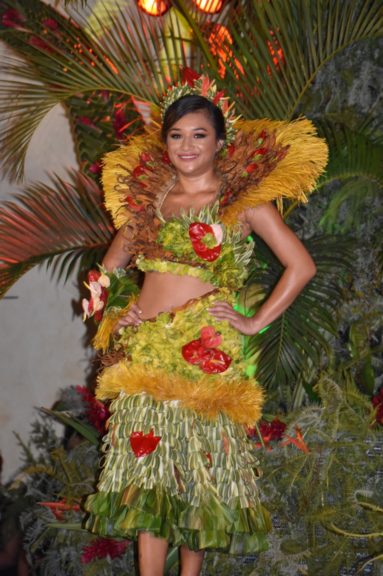prix: costume traditionnel Rauhena TEIVA