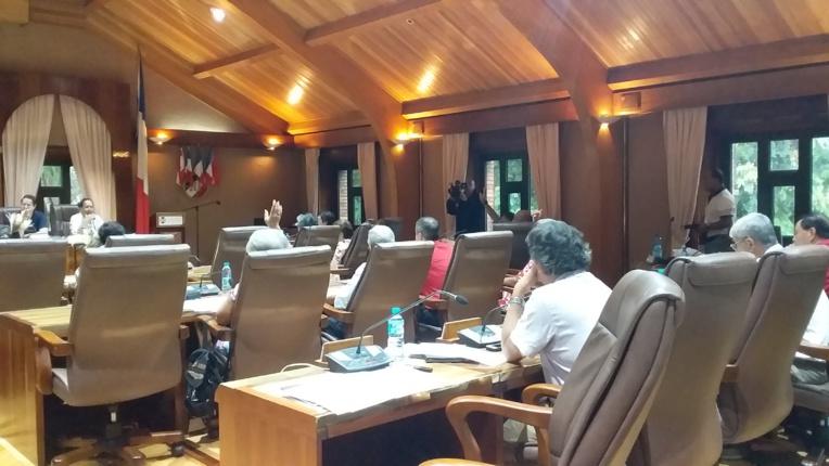 Le CESC regrette que le projet de loi du Pays concerne uniquement le secteur privé et non les fonctions publiques de la Polynésie française et des communes, qui regroupent près de 10 000 agents publics salariés.