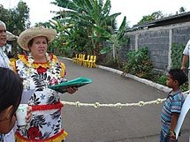 Irmine Tehei, de TURU MA, annonce l'inauguration du centre d'accueil pour jeunes adultes handicapés.