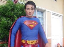 Série d'opérations pour un Philippin qui veut ressembler à Superman