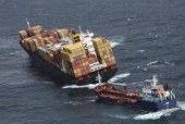 """NZélande: Nouvelle """"importante"""" fuite de fioul du cargo échoué"""