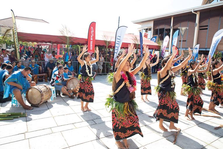 Les élèves des classes Patrimoine du collège de Faaroa ont livré un très beau spectacle pour l'inauguration du Village TPR. Crédits : Tor Johnson
