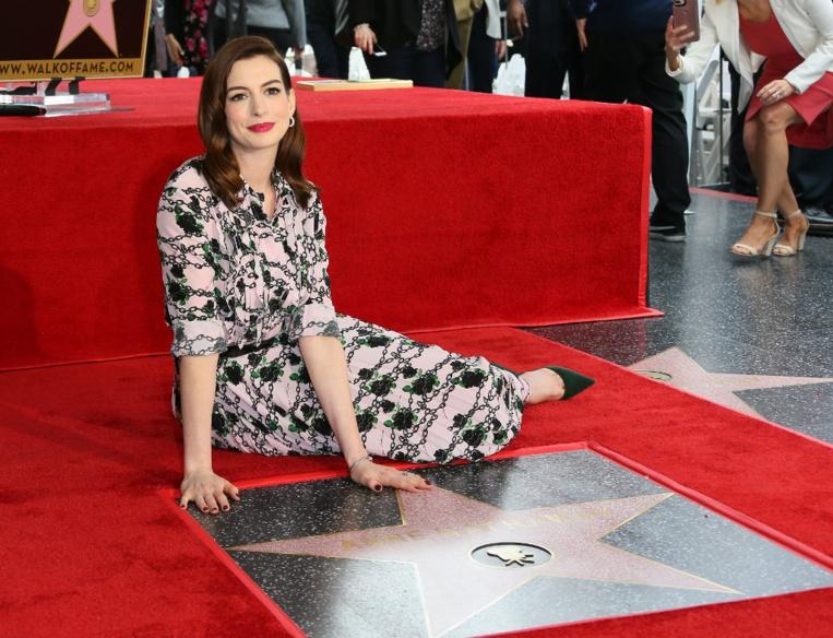 L'actrice Anne Hathaway décroche son étoile à Hollywood