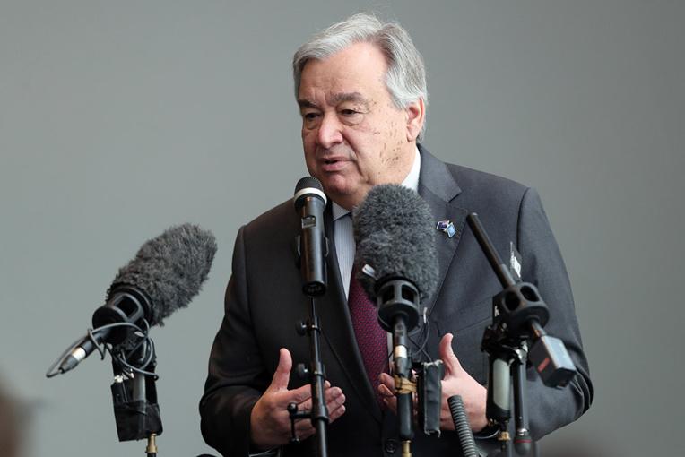 """Le patron de l'ONU en tournée pour le climat, un combat """"pas en bonne voie"""""""