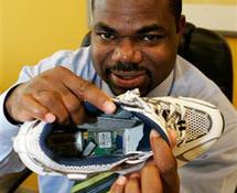 Alzheimer: les premières chaussures équipées d'un GPS arrivent aux USA