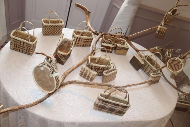 Première exposition artisanale de sculpture et tressage miniaturisés