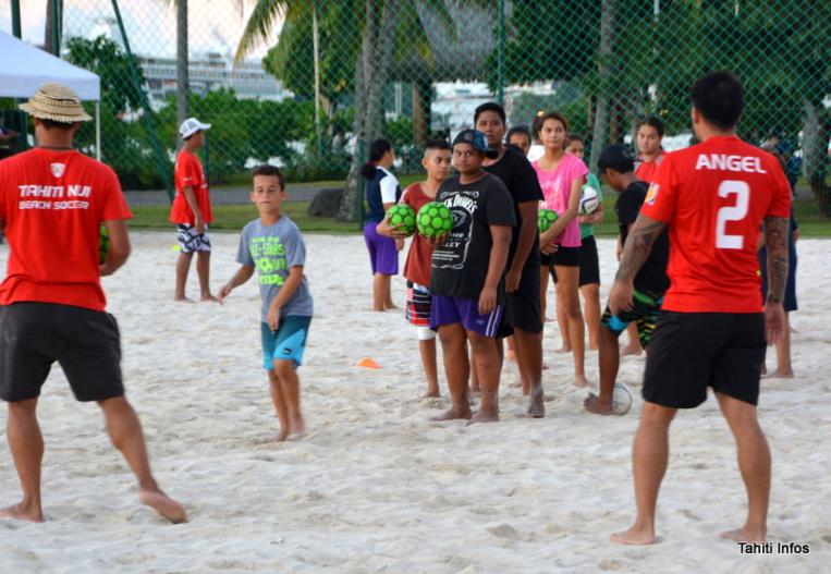 Les ateliers sportifs, comme le beach soccer, le beach rugby ou les sports traditionnels, ont été appréciés des jeunes toute l'après-midi.
