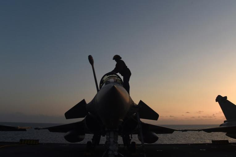 Indonésie: atterrissage en urgence d'avions de combat français