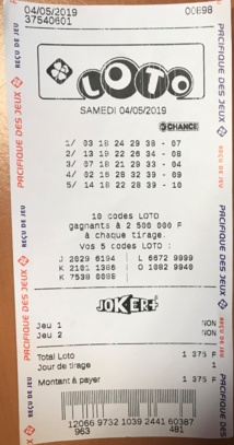 Loto : la gagnante a récupéré son gain de 12.5 millions