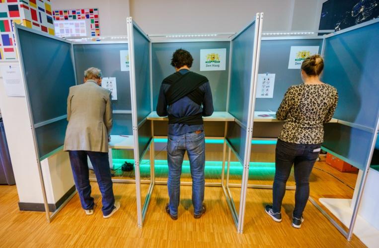 Elections européennes: le Royaume-Uni et les Pays-Bas votent
