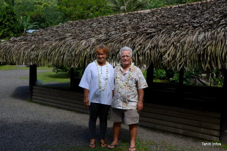 Yves Doudoute, membre fondateur de l'association Haururu, avec la bénévole Eugénie Lacour
