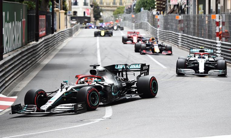 GP de Monaco: Accident évité de justesse entre Sergio Perez et des commissaires de piste