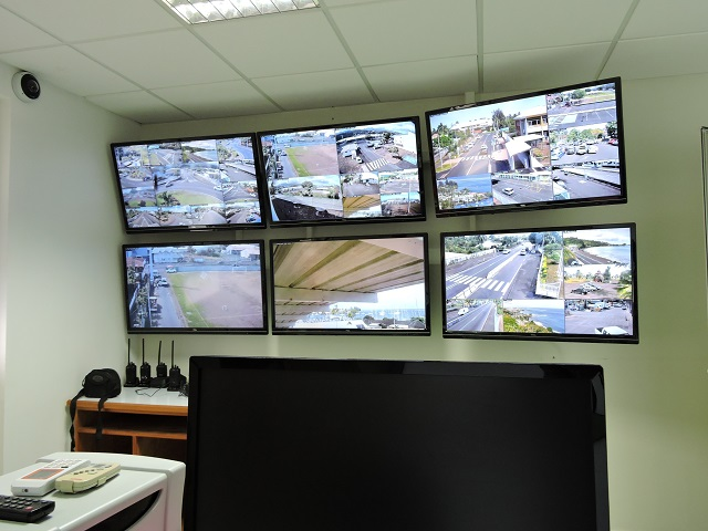Teva i Uta prépare la vidéosurveillance