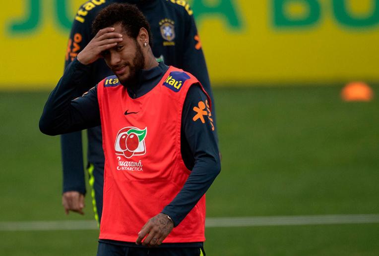 """Accusé de viol, Neymar assure être tombé dans """"un piège"""""""