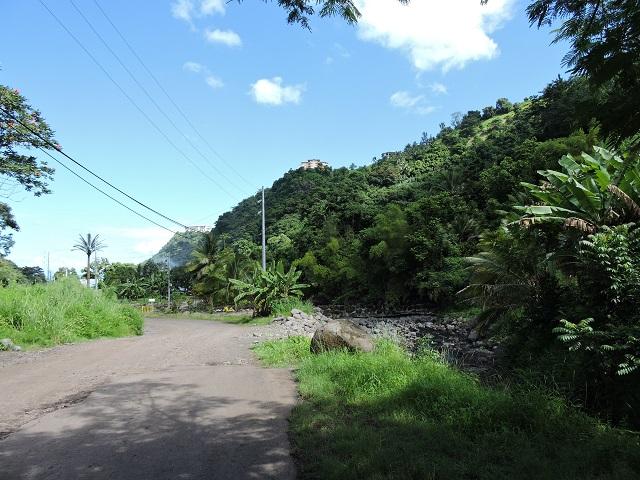 L'ensemble du territoire polynésien est exposé à de nombreux aléas naturels tels que les inondations, les mouvements de terrain et les phénomènes de submersion marine (cyclone et tsunami).