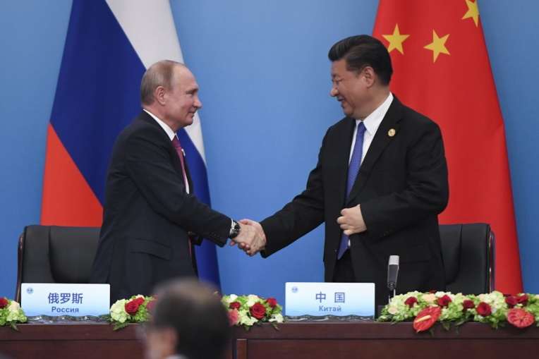 Moscou et Pékin affichent leur entente au grand rendez-vous russe des affaires