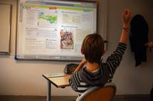Près d'un enseignant sur cinq utilise un manuel numérique