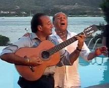 Italie: les chansons d'amour de Silvio Berlusconi font flop