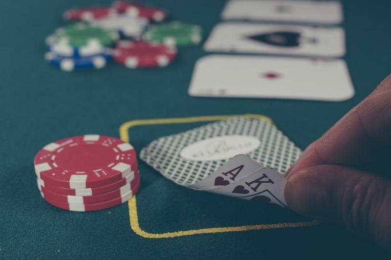 Russie: une star du poker meurt électrocutée dans son bain
