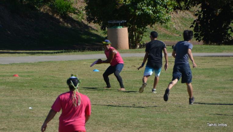Les agents ont pu découvrir l'ultimate frisbee, un nouveau sport à Tahiti