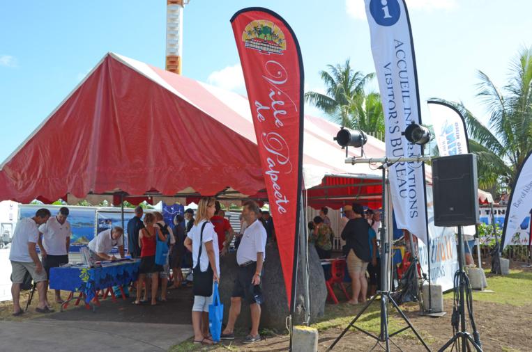 Le stand des inscriptions à la Marina de Papeete