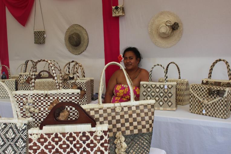 Tetura Tahai est venue exprès de Rimatara pour le salon.