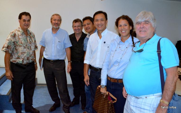 De gauche à droite: Stéphane Chin Loy, président de la CCISM, suivi de Christophe Tissot, président du tribunal mixte de commerce. Viennent ensuite les juges consulaires Joël Jegou, l'ancien assesseur Heirangi Nouveau, et enfin les juges consulaires Kelly Asin, Vaea Tracqui-Barbot et Narii Faugerat.